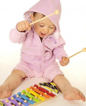 toddler-playing-with-xylophone